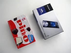 NW,A847/Vのパッケージは結構小さくて、当然アプリケーションCDなんかも付属しません。実は付属アプリはA847本体に内蔵されてるんですね・・・一応。